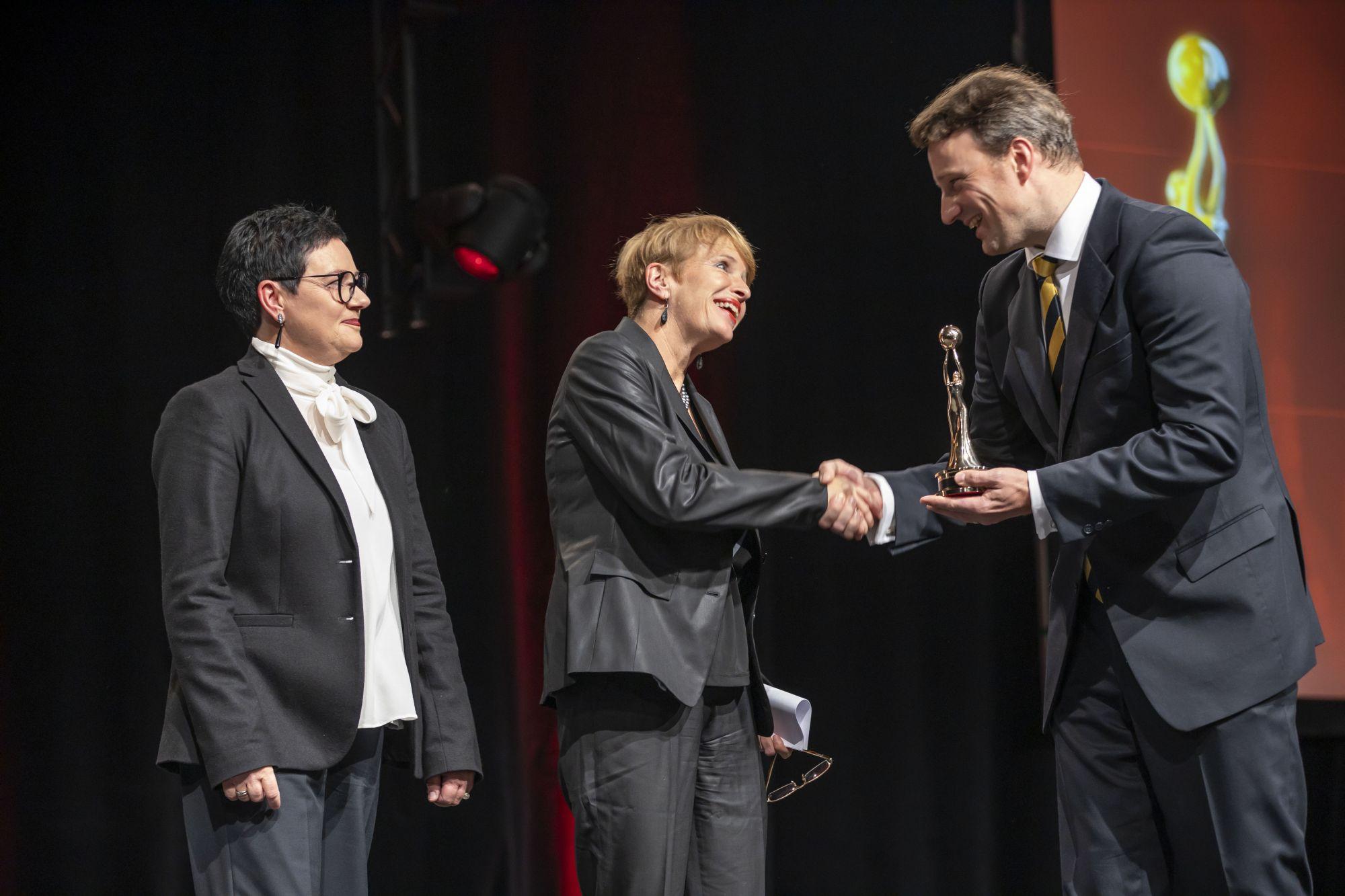 Brigitte Faber-Schmidt (Geschäftsführerin Kulturland Brandenburg), Dr. Martina Münch (Kulturministerin Brandenburg), Dr. Hagen W. Lippe-Weißenfeld (Vorstand Kulturpolitische Gesellschaft und Jury-Präsident Europäischer Kulturmarken-Award), Copyright: Hans-Conrad Walter