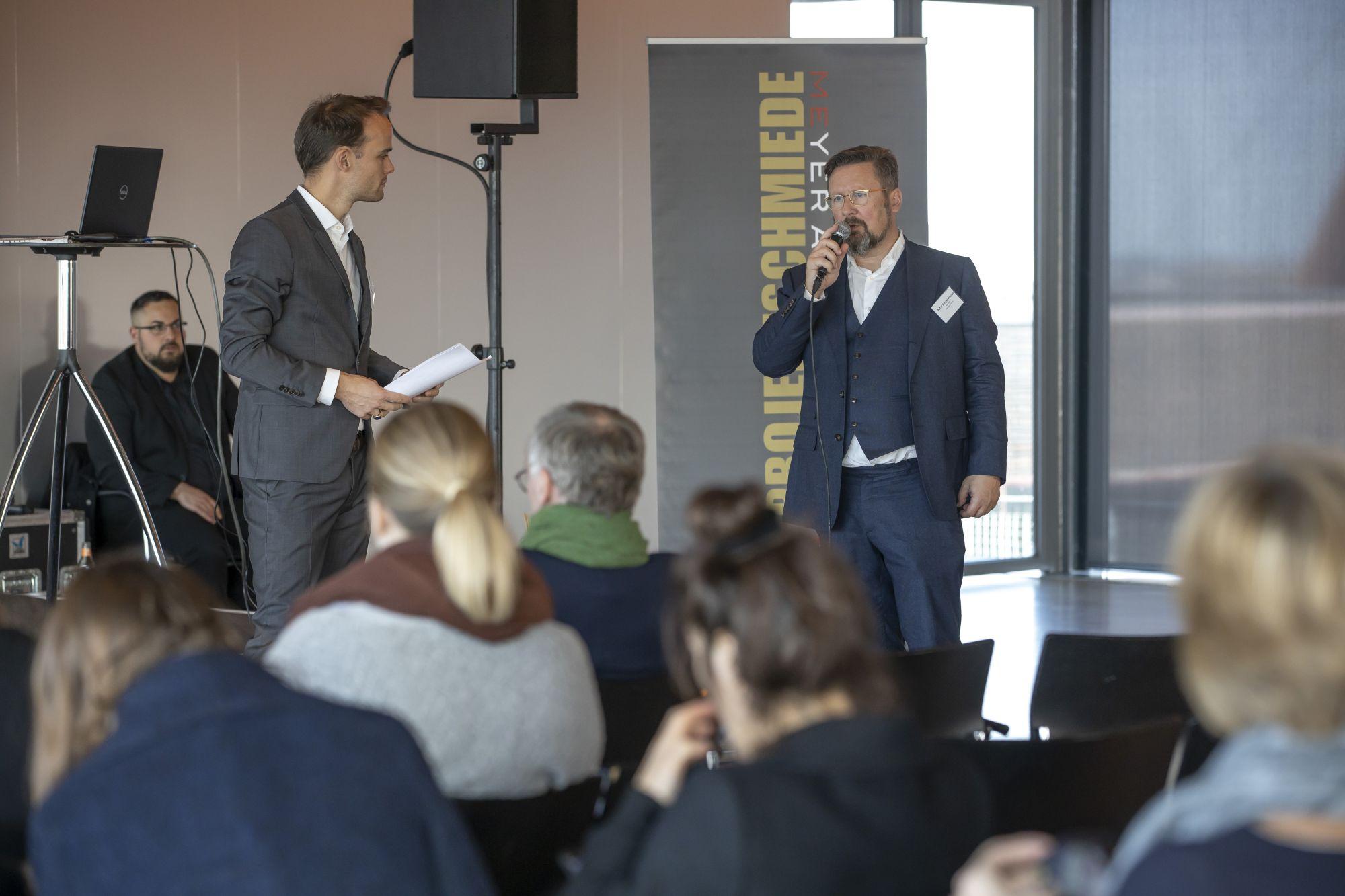 Panel-Moderator Dr. Pablo v. Frankenberg mit Referent Peter Fangel Poulsen (Kopenhagen)
